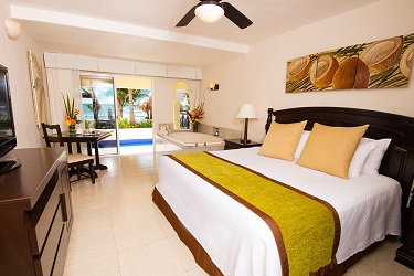 041 Oceanfront-Swim-Up-Jacuzzi-Jr-Suite-Room