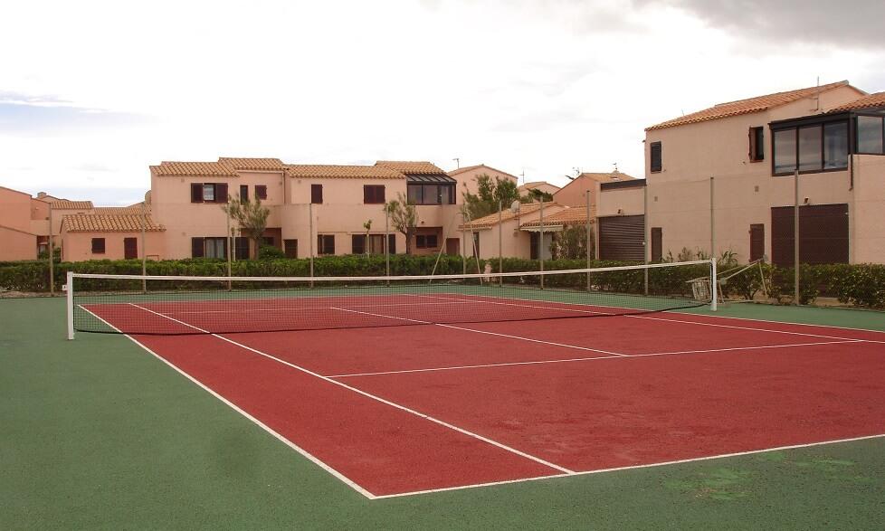 Aphrodtie-Village-tennisbaan-en-studios