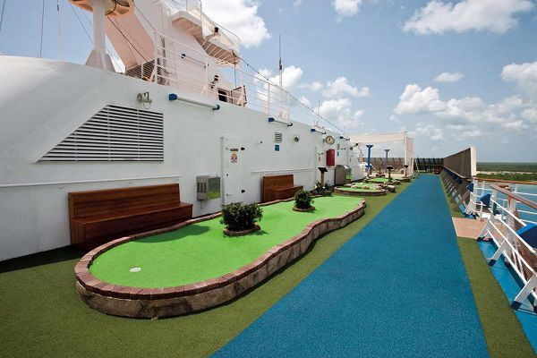 Carnival-Legend-MiniGolf-en-JoggingTrack
