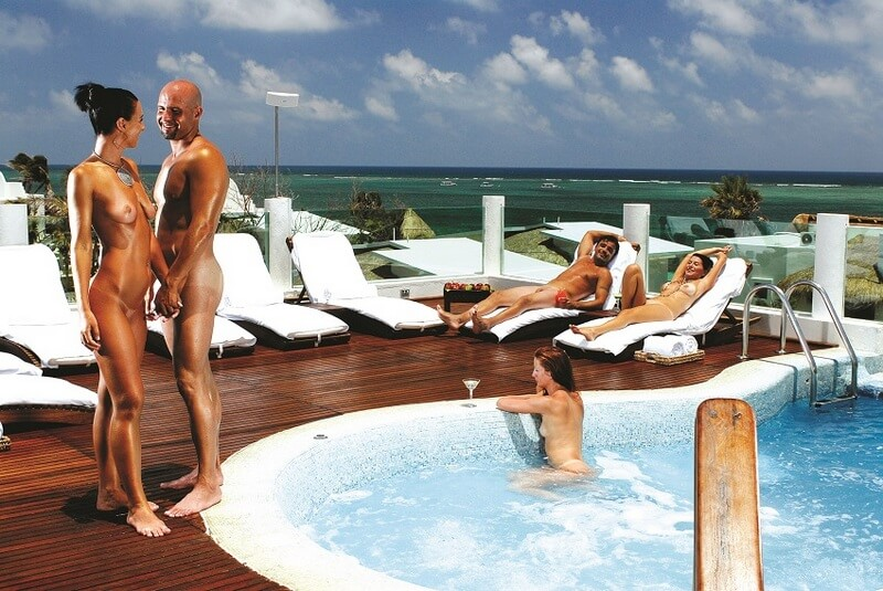 Desitre-Resort-Jacuzzi-Lounge