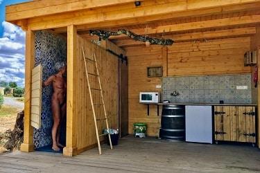 Hut Pastor keuken en badkamer