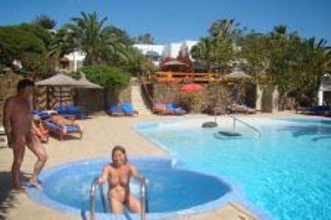 Monte-Marina-Zwembad-met-mensen