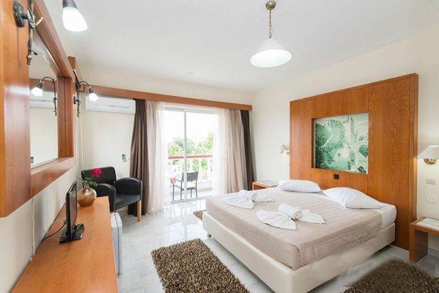 Zwembad-Naturist-Angel-Club-Hotel-1