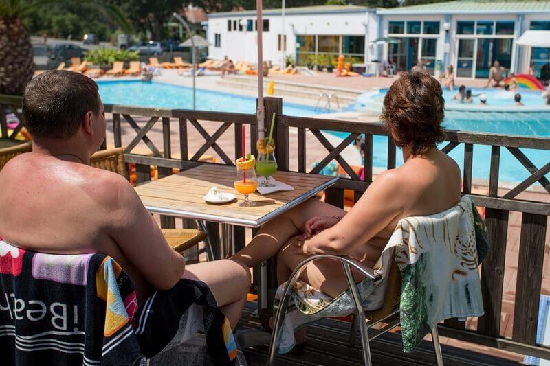 Zwembad-bar-Arnaoutchot